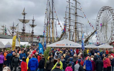 Tall ships, easy payments